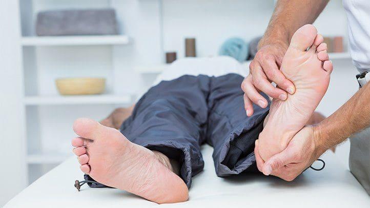 طريقة علاج تنميل القدمين